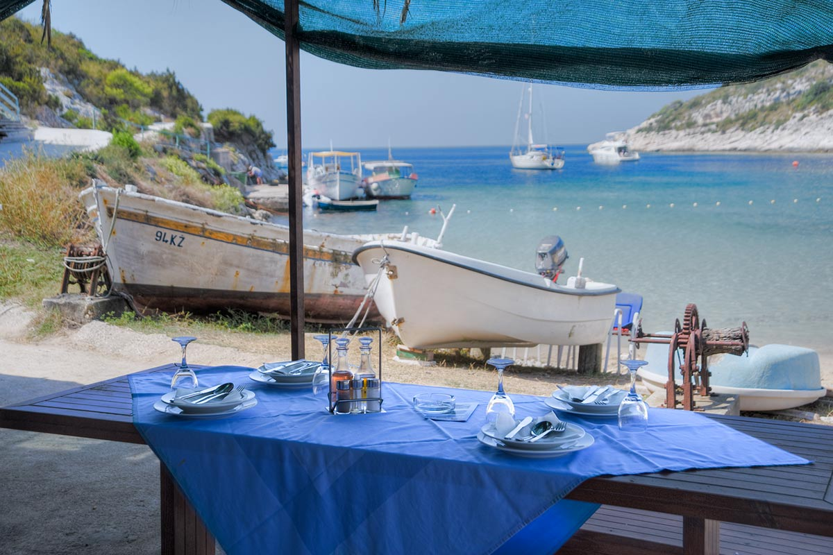 A table in the tavern Porat with the view of the boats in Porat bay