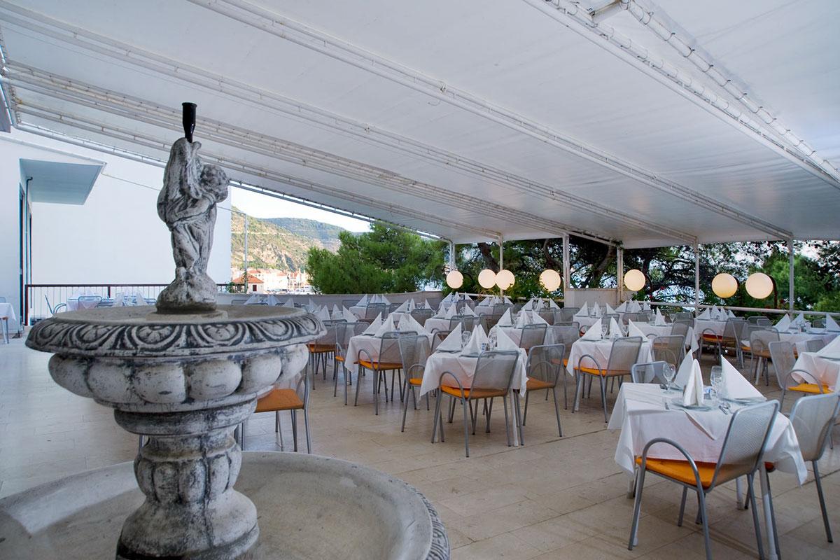Hotel Biševo outdoor terrace