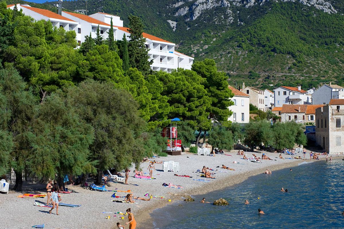 Pebble beach Gusarica below Hotel Bisevo